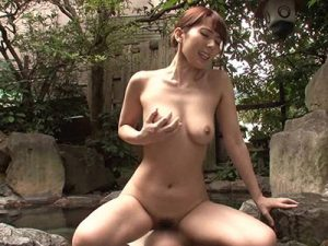 巨乳の若妻が義弟に言い寄られ断り切れず露天風呂で青姦不倫SEXし騎乗位ハメでガチイキ!