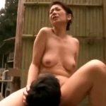五十路の垂れ巨乳熟女母が媚薬入りの混浴温泉で痴女になり実の息子と青姦で近親相姦SEX!