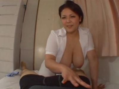 五十路の爆乳熟女婦長が入院生活で性欲の溜まった男性患者を手コキとフェラチオで抜いてあげる