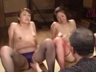 村の風習と称し五十路の熟女姉妹に3Pでの乱交SEXを強要しスケベな下着姿で好き放題に犯す変態爺