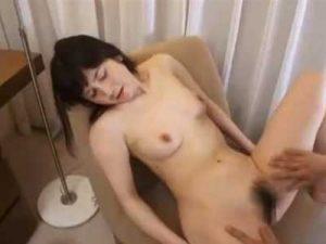 三十路熟女な専業主婦の素人妻がセックスレスからAV出演を決意し男優のエロテクに悶絶