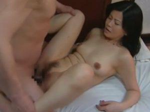 美熟女な四十路の義母が娘に覗かれてるとも知らずに担任教師と不倫SEXで肉棒を生挿入