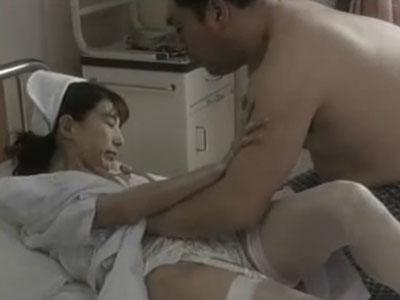 三十路の熟女ナースが性欲溜った男性患者に襲われ看護服のまま着衣SEXでパイ射レイプされる