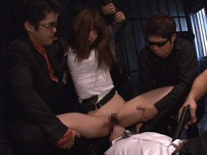 人妻AV女優の波多野結衣が演じる専業主婦の若妻捜査官が密売グループに捕まり輪姦レイプで犯される