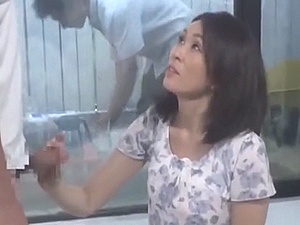 母子素股…からの合体!!! 父は知らない、窓の向こうで母と子がSEXしている事を・・・