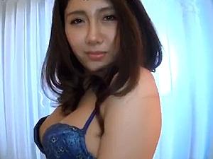 美人妻下着着衣SEX!エロチックなマダムの艶めかしい性交!