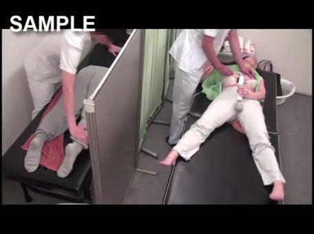主人の隣で電マ乳首セクハラマッサージで悶絶する人妻を隠し撮りwww