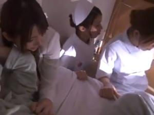 立て篭もる男。病室で看護師と人妻を脅迫してレイプ膣内射精!