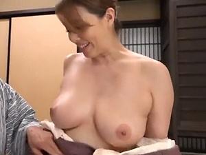 豊満なエロ~い女体で包み込んでくれる妖艶女将とアダルチック性交!