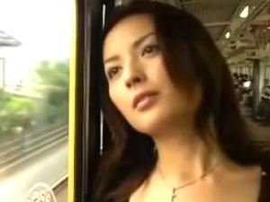 中年男女のセクシーな性行為!電車で出逢いラブホへ直行!