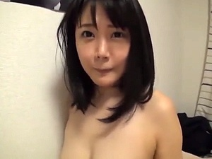 アイドルばりの可愛らしい奥さんに生ハメして膣内射精したら満面の笑みww