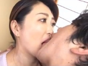 接吻近親相姦!伯母と甥の濃厚で激しい種付けタブーSEX!