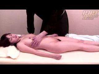 鬼畜マッサージ師のセクハラ施術を受けて感じる人妻熟女を隠し撮りww