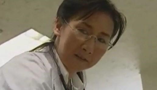 男の身体に触れるのは仕事の時だけ!!欲求不満な熟看護師師が映画館の暗がりの中で大胆な行動を・・・