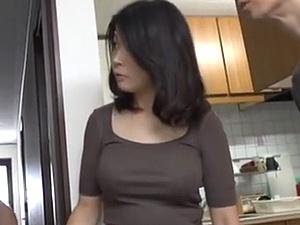極太な外国製の他人棒でガンハメされて悶絶しまくる40代ボイン妻!!!