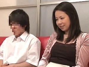親子でエッチ映像を見てもらったら・・・ムラムラして合体してしまう母子www