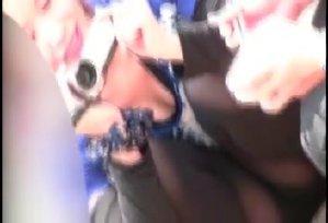 子連れ若ママの胸チラパ○チラ隠し撮り動画
