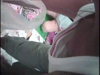 暑い時期の野外フリマでノーブラ奥さんの乳首隠し撮りwwww