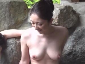 美しき熟マダムとネットリマッタリなエロエロ二人きりの温泉旅!