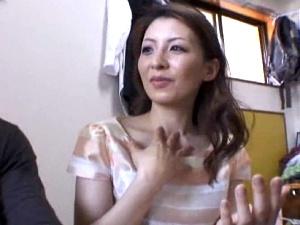 31歳美人な熟女が凄いこと!セクシーな色香フェロモンを放つアラサー素人妻