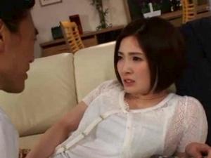 ダンナの上司に脅迫され、両手を拘束されて陵辱される人妻