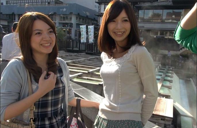 旦那抜きで草津温泉に来ていたママ友2人組をナンパ!個室露天風呂でハメ撮り