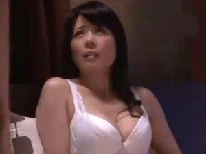 タブー近親○姦!娘のダンナに手を出す卑猥な美人な熟女義母!