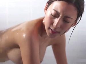 美しい・・・ 綺麗な顔立ちに乳房をした奥さんの艶めかしい性交!