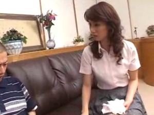 パンツを盗んだ息子を叱ってハメちゃう猥褻な熟女母