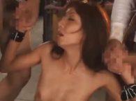輪姦レイプで犯される三十路の美熟女妻!両手拘束され連続イラマチオで次々に大量顔射され精子まみれに
